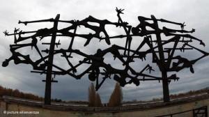 22 марта 1933 года в Дахау начал действовать первый концентрационный лагерь в фашистской Германии.